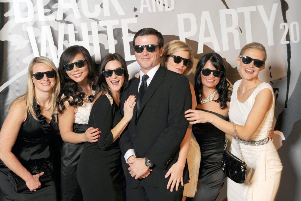 9e5eb34214dc Black   White temafest - KostumeUniverset + 500 kostumer i sort og hvid