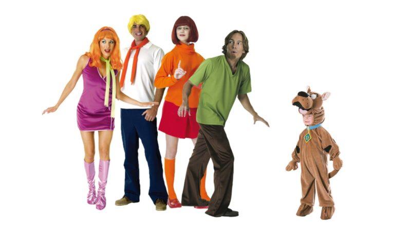 scooby doo kostume til voksne vera kostume til voksne shaggy kostume til voksne scooby doo gruppe kostume daphne kostume til voksne gruppe kostume tegnefilm 70erne 800x445 - Scooby Doo kostume til voksne