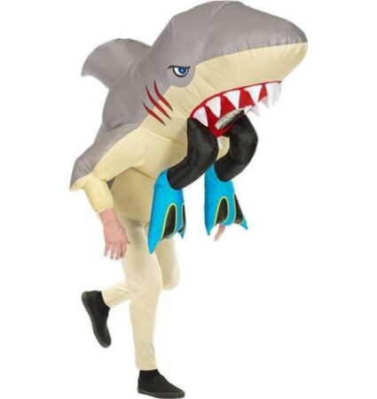 Oppusteligt hajangreb kostume 425x450 - Haj kostume til voksne